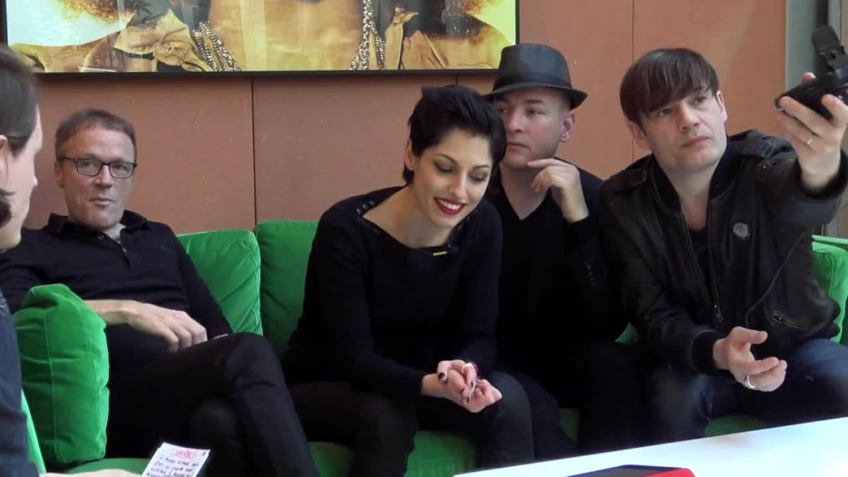 INTERVIEW EXCLUSIVE SUPERBUS CHEZ WARNER MUSIC FRANCE (STRONG AN(3) 0547